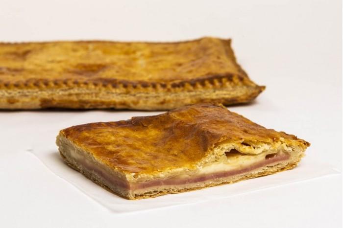 Empanada de Hojaldre Jamón York y Queso